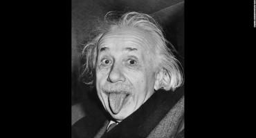 Znate li zašto Einstein na slavnoj fotografiji plazi jezik?