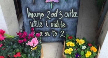 Jedna cvjećarna u Dalmaciji oduševila reklamom, kupci oduševljeni