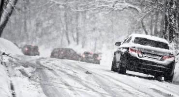 Zbog snijega, leda i olujnog vjetra zatvorene ceste diljem Hrvatske