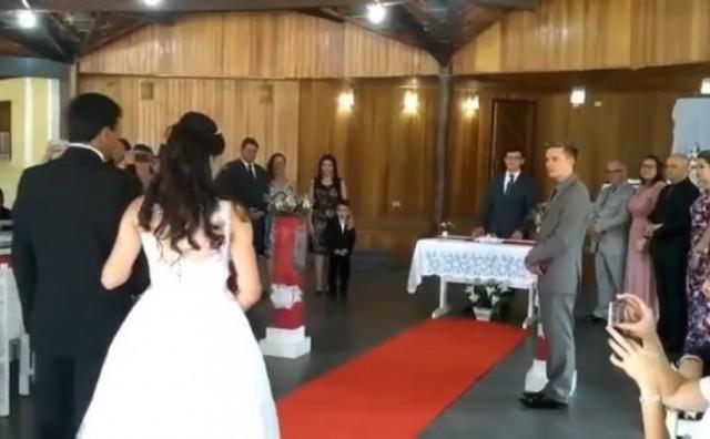 Jao, blamaže: Mladenku na putu do oltara pratili zvukovi iz pornića