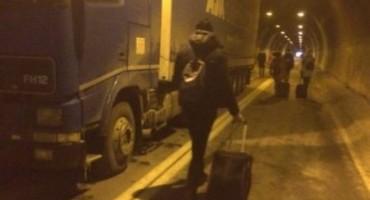 Zbog blokade prometa mostarski studenti na – 15 stupnjeva pješačili prema Sarajevu