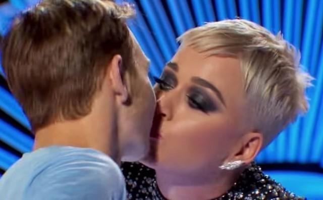 Slavna pjevačica 20-godišnjaku na prepad priuštila prvi poljubac, a on se srušio od šoka!