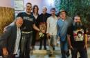 Mala liska glumačkom ansamblu predstave Mirna Bosna,  u utorak Jedvanosimsoboakalomistobo