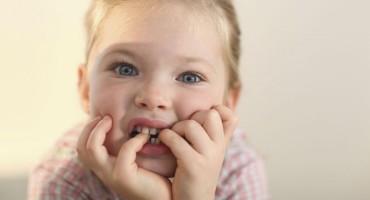 Kako pomoći djetetu da prestane gristi nokte?