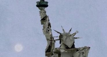Potresna fotografija Kipa slobode napravljenog od ruševina nečijeg doma u Alepu