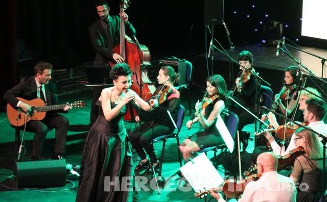 Mostar: Amira Medunjanin 15 godina glazbene karijere proslavila velikim koncertom