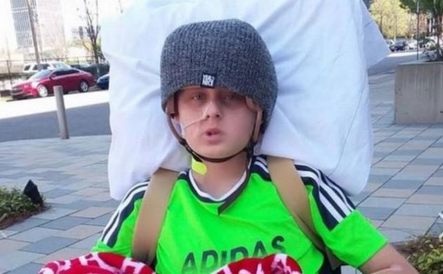 Dječak se probudio iz kome dan nakon što su doktori od njega odustali, a roditelji dali dozvolu da ga isključe s aparata