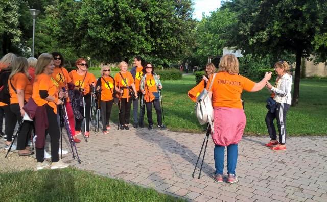 Mostar: Članice udruge Nordijsko hodanje - zdrav korak u parku Zrinjevac