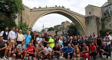 Bodybuilderi prošetali Mostarom