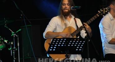 Pogledajte kako je bilo na koncertu Mladena Grdovića u Bijelom Polju kod Mostara