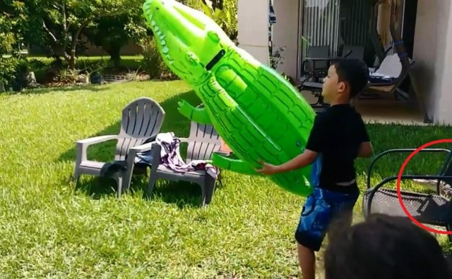 Majka snimala sina kako se igra, a onda se šokirala kad se stolica pomaknula