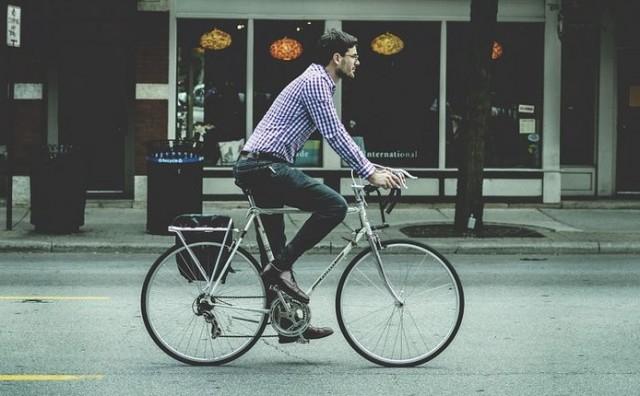 Zabrana korištenja mobitela za vrijeme vožnje biciklom