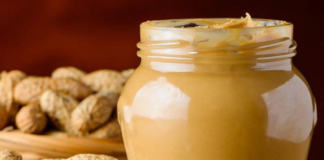 Zdravi kikiriki maslac gotov za samo 10 minuta