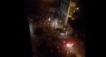 Mostar: Navijači Hrvatske u Vukovarskoj ulici odali počast gradu Heroju