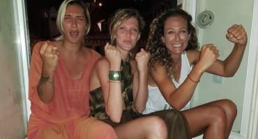 Cure iz Srbije zapele u moru navijača Hrvatske, nastala je priča za pamćenje