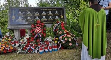 Otkrivena spomen ploča hrvatskim braniteljima stradalim na jablaničkoj bojišnici