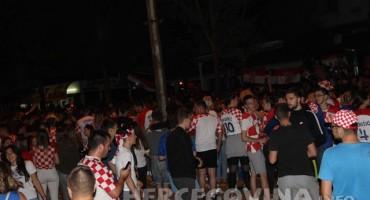 Pogledajte kako navijači u Mostaru pjevaju Divi Grabovčevoj