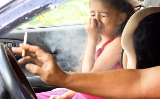 Roditelji koji budu pušili u automobilu kojim prevoze djecu plaćat će 100 KM kazne