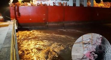U luci Ploče tanker udario u pristanište