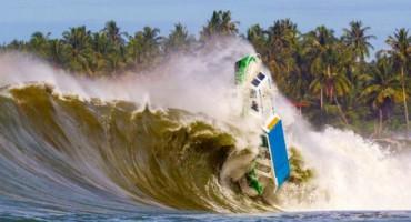 Zastrašujući snimak: Valovi od pet metara potopili brod