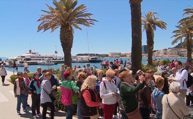 Šok za britanskog turista u Splitu: Izašao iz mora i nagazio na - iglu!