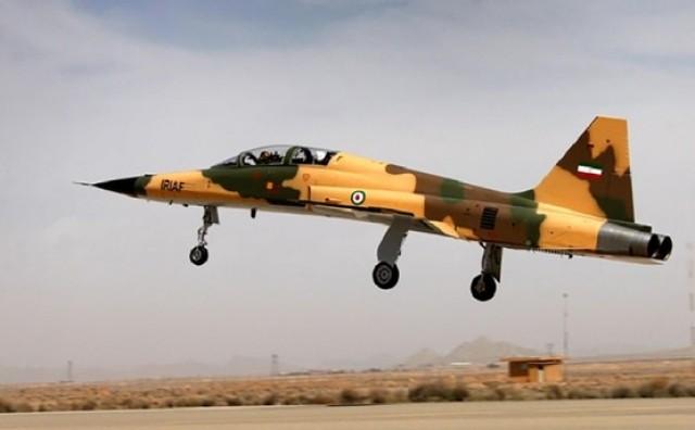Iran je predstavio prvog vojnog lovca domaće proizvodnje