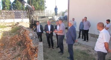 Predsjednik Vlade HNŽ-a Herceg i gradonačelnik Bešlić obišli radove u Pologu