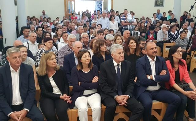 Predsjednik Čović nazočio Dijamantnoj sv. misi fra Petra Krasića – šezdeset godina službe oltaru i narod
