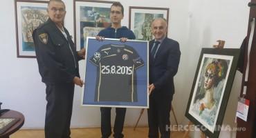 Mostar: Matej dobio na poklon dres svog najdražeg nogometaša
