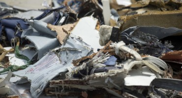 Razlog rušenja zrakoplova sa 189 putnika ostaje misterija, a čitava priča puna sumnjivih detalja