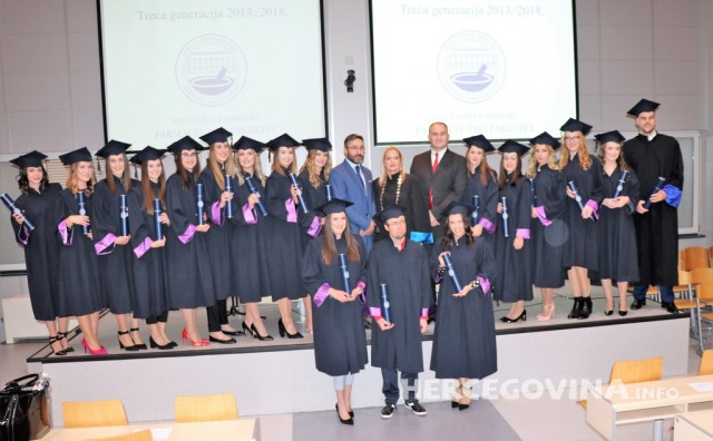 Pogledajte tko je sve dobio diplomu na svečanoj promociji diplomanata Farmaceutskog fakulteta