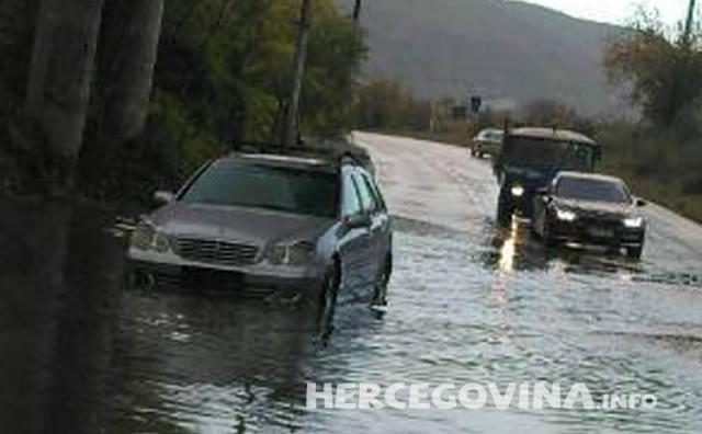 Kiša kao i uvijek zadaje glavobolju Mostarcima