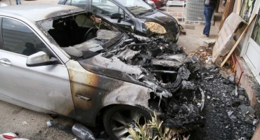 U Trebinju izgorio BMW