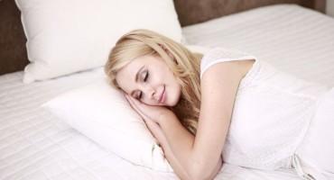 Zašto se ponekad trznete dok tonete u san?