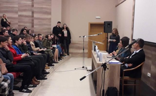 Mostar: Predstavljena zbirka poezije Što se smiješ?(Carmina ad magistra) autorice Ane Marić