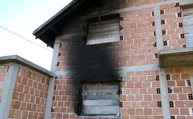 Tko je sinoć zapalio dvije hrvatske kuće u Vitezu?