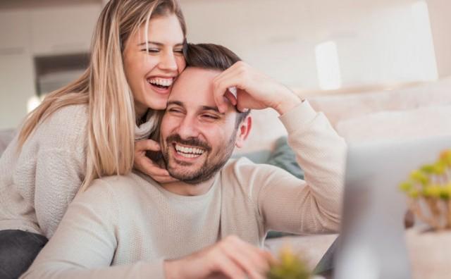 Parovi koji koriste ovu riječ, sretniji su i imaju dulje veze