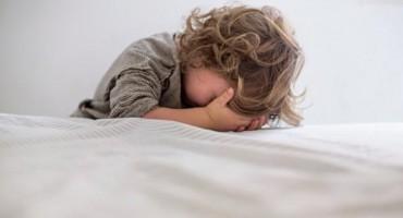 Upozorenje stručnjaka: Ako ovo proguta, dijete može umrijeti kroz nekoliko sati
