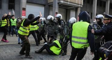 Europu potresa socijalni bunt, u Bosni i Hercegovini ljudi sjede kući i šute