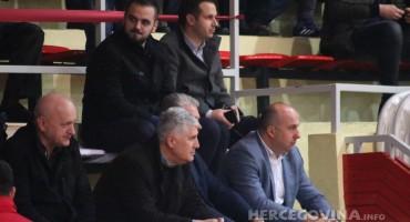 Pogledajte kako je bilo na tribinama, ali i na terenu prije početka finalne utakmice Božićnog turnira u Mostaru