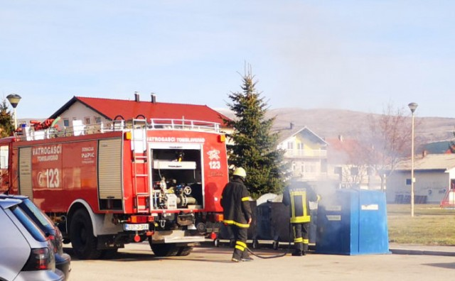Petardom zapalili kontejner – intervenirali vatrogasci