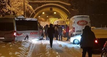 Tko je kriv za višesatnu blokadu prometa na cesti Mostar - Sarajevo?
