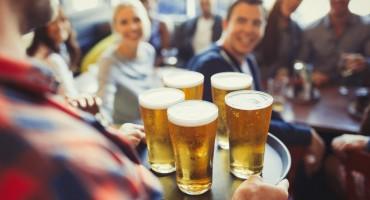 Trik pomoću kojega alkohol možete piti na plaži