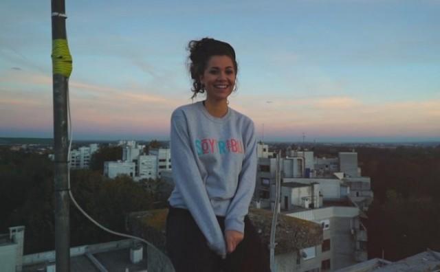 """""""Da mi je"""" naziv je debitantskog singla mlade kantautorice Aklee Neon"""