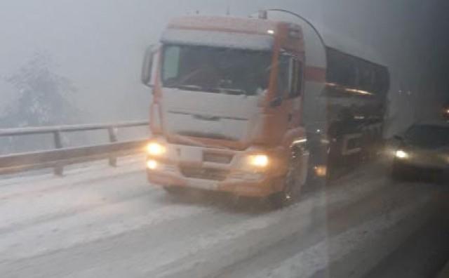 Odron kod Konjica, nekoliko kamiona zaglavljeno na Lendavi