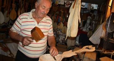 Čuvar Hercegovačke tradicije: Mate je rukama izradio 500 gusala
