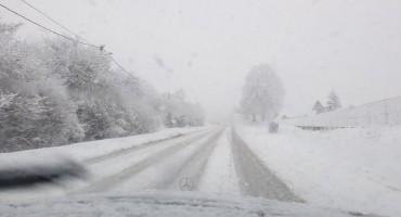 Snježna vijavica izazvala kilometarski zastoj kamiona na Kupreškom polju
