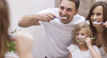 Majka je pronašla genijalan način da kćer navede na pranje zubi