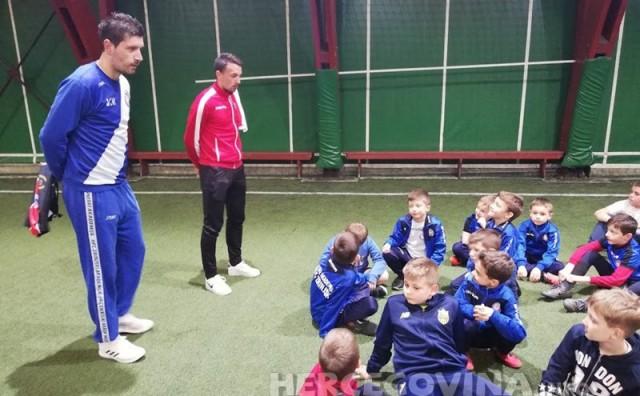 Kapetan HŠK Zrinjski, Pero Stojkić posjetio trening najmlađih polaznika Futsal akademije HFC Zrinjski