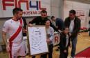 HFC Zrinjski: Dres s potpisima igrača uručen članovima Udruge za Down sindrom